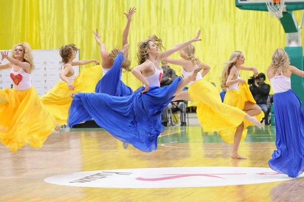 Танцы ReD Foxes – как концептуальное искусство: объеденяет в себе необъеденяемое))) Кадр из нетипичного чирлидерского танца под песню