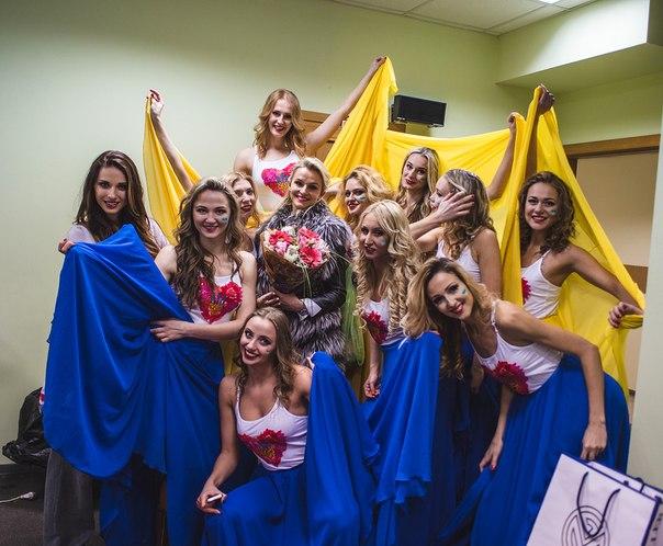 В нашем женском коллективе всегда солнечно и весело! Празднуем отличное выступление и 8 Марта.