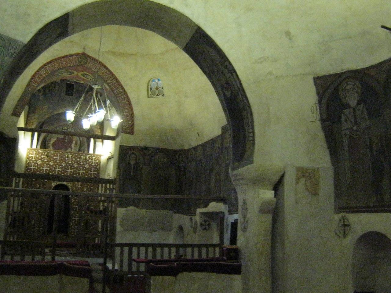 Заночевать в церкви монастыря??