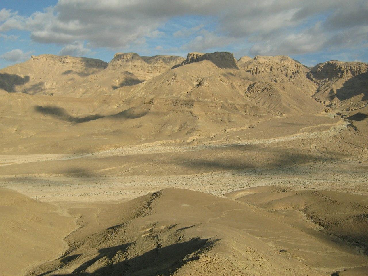 Пустынные пейзажи близ коптского монастыря
