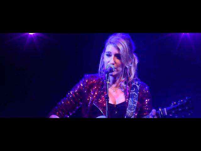 Gaelle Buswel Black to Blue Live à La Flèche dOr