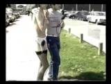 Инспектор дорожного движения осмеливается раздеться на улице