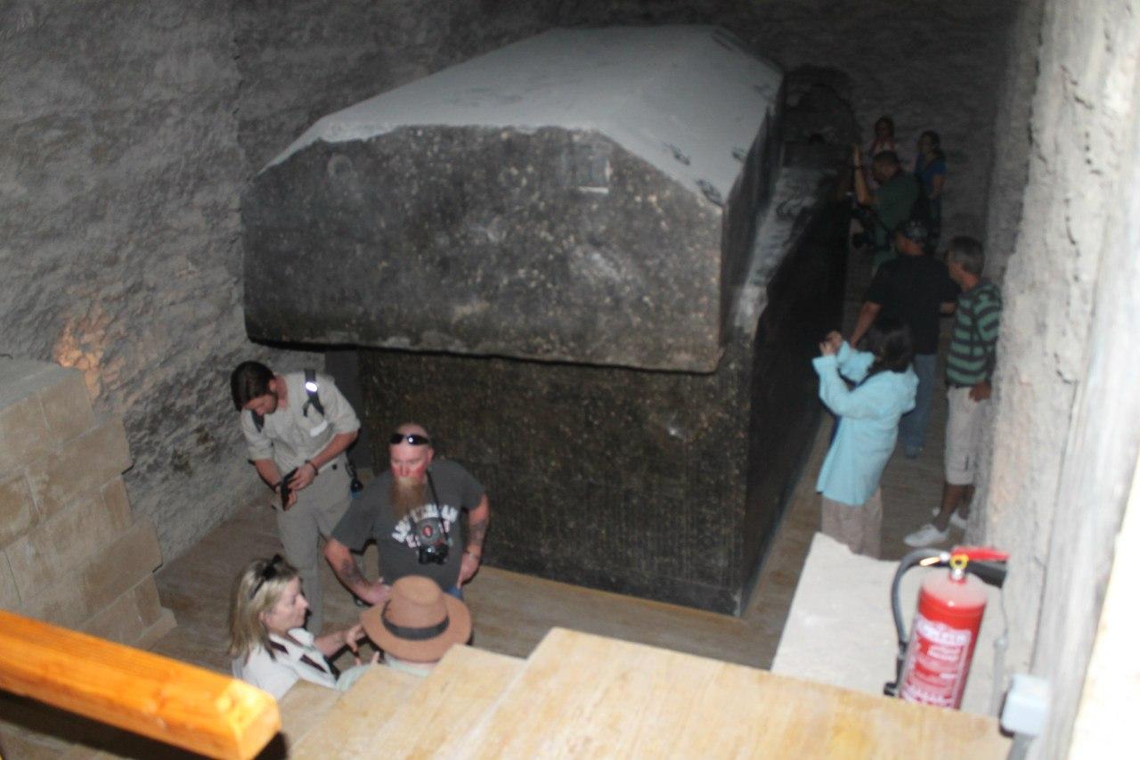 Серапеум саркофаг