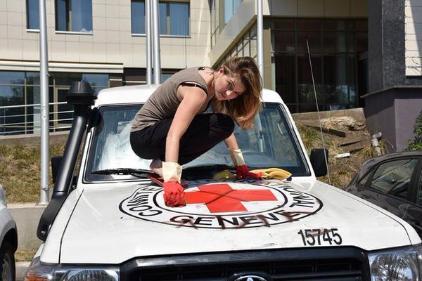 В Донецке хулиганы-новороссы разрисовали машины ОБСЕ (фото, видео)