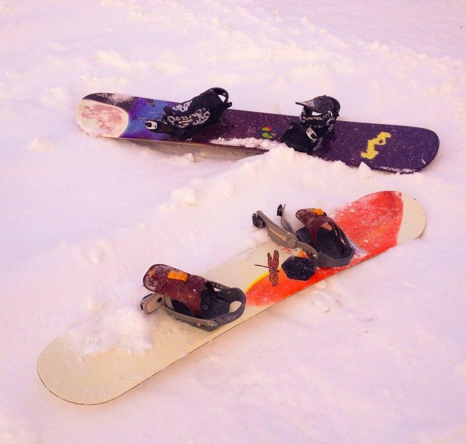 Сноуборды на склоне