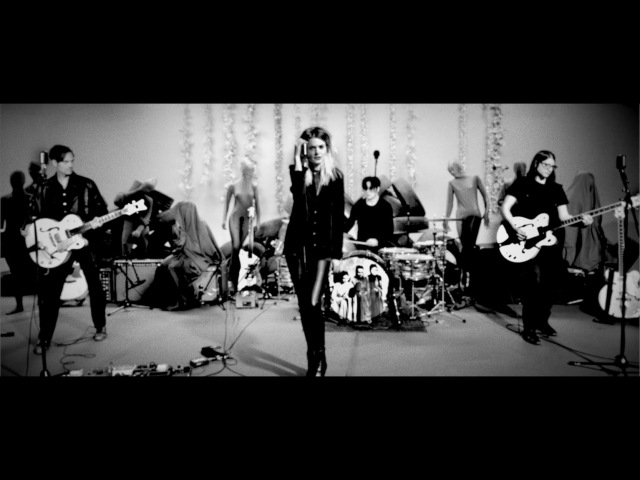 The Dead Weather - Be Still (Pizdel)- Live Performance Video