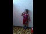 Маша копирует как поёт Вупсень(гусеница из мультика Лунтик)