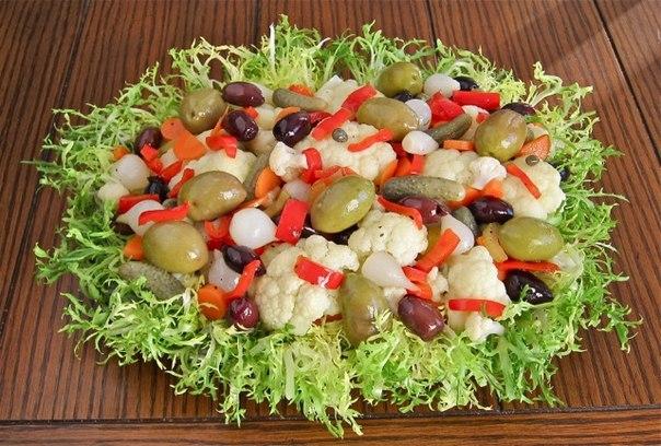 Простые и вкусные салаты на Новый год 2015: легкие рецепты с фото. www.cooksa.ru.