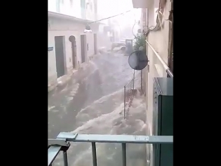 Severe flash floods in Puglia region, S Italy yesterday afternoon!