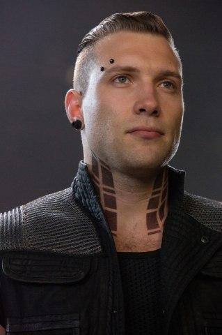 Сколько держится волосковый татуаж бровей