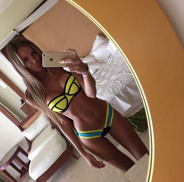Фото блондинок в купальниках без лица фото 685-10