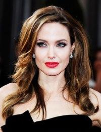 Джоли уходит.