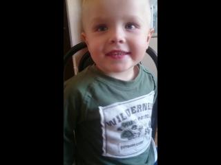 2 годика Арсююша Наша Таня громко плачет) на камеру стесняется и старается быстро ((