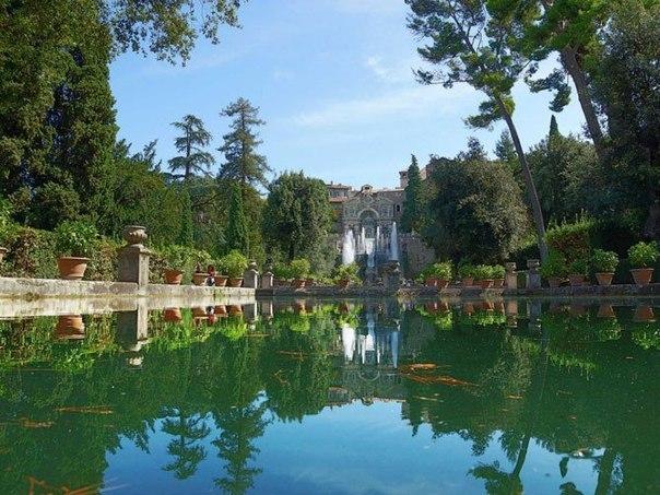 Прогулка по тихим, дышащим эпохой Возрождения, садам самой знаменитой в Италии Виллы д'Эсте близ Тиволи будет весьма приятной!