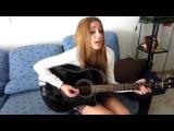 милая девушка круто поет под гитару! очень красивая песня!!!