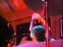 Alf dedicates a song to Lynn
