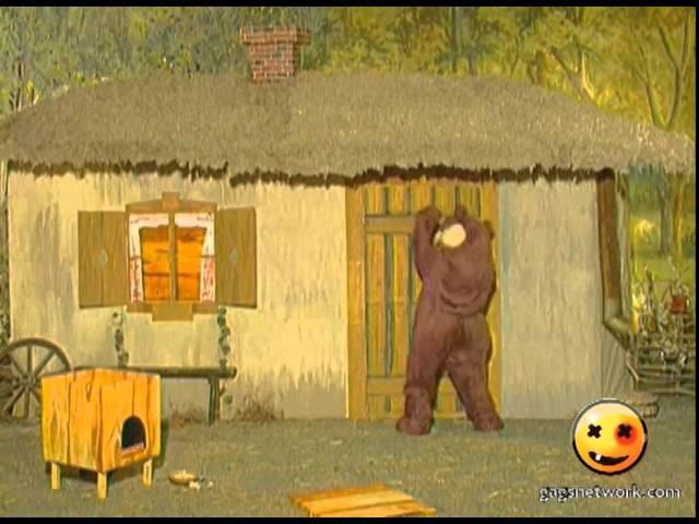 All frightened bumblebee! / Деревня Дураков. Всех напугал шмель!