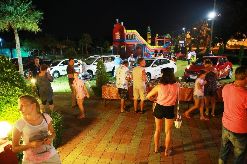 Презентация NISSAN в русском поселке в Таиланде