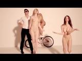 Эмили Ратаковски (Emily Ratajkowski) топлес в клипе Robin Thicke - Blurred Lines ft.T.I. and Pharrell (2013)