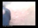 Жестокая казнь человека, которому ножом отрезают голову. Видео жуть