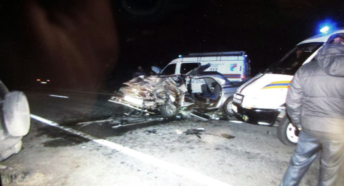 Под Таганрогом в лобовом столкновении «Волги» и «Нивы Шевроле» погиб человек, двое пострадали