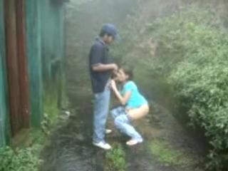 Schoolchildren fuck in the rain and filmed the girl gave the boy