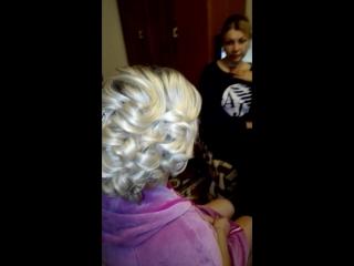 Работа Наталии Злобиной!  Свадебная прическа на волосы по плечи и нежный макияж!