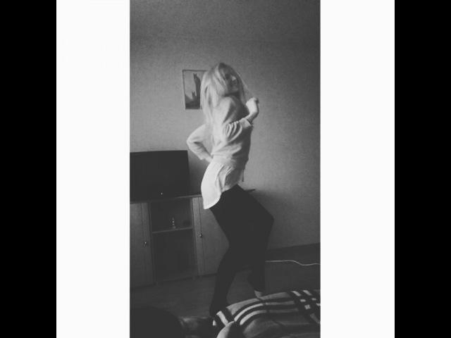 """Christina on Instagram: """"Хоп-хей ла ла лэй) Тело само пошло в пляс😀😀😀🎶🎵🎼🎧🎤💃💃💃 догоняй движение чегоэтоя давайкрикриприходитевгости"""""""