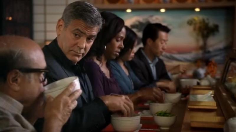 Джордж Клуні вчить Денні де Віто, як треба правильно пити кавіль