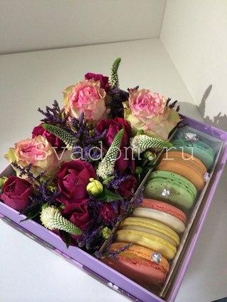 Коробки с цветами и конфетами