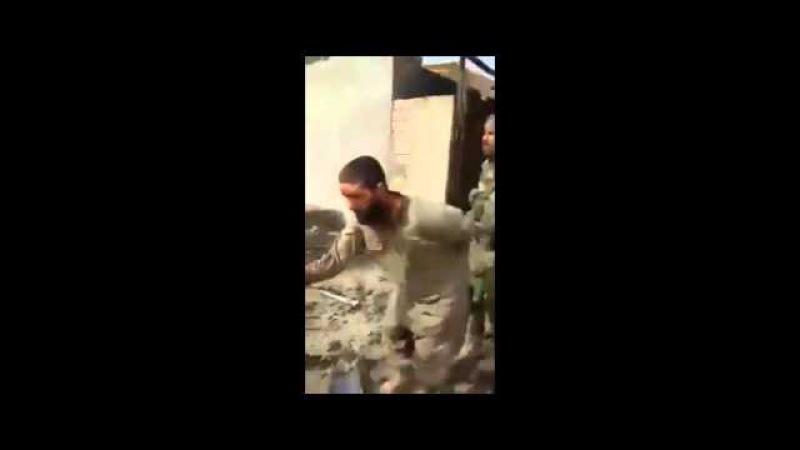 FUERZAS IRAQUÍES CAPTURAN VIVO A TERRORISTA DEL ISIS