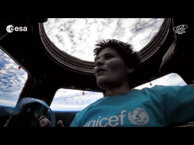 Samantha Cristoforetti canta Imagine dallo spazio per lUNICEF