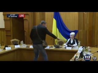 Парасюк устроил скандал в ЦИК. В ответ ему цитируют Шопенгауэра