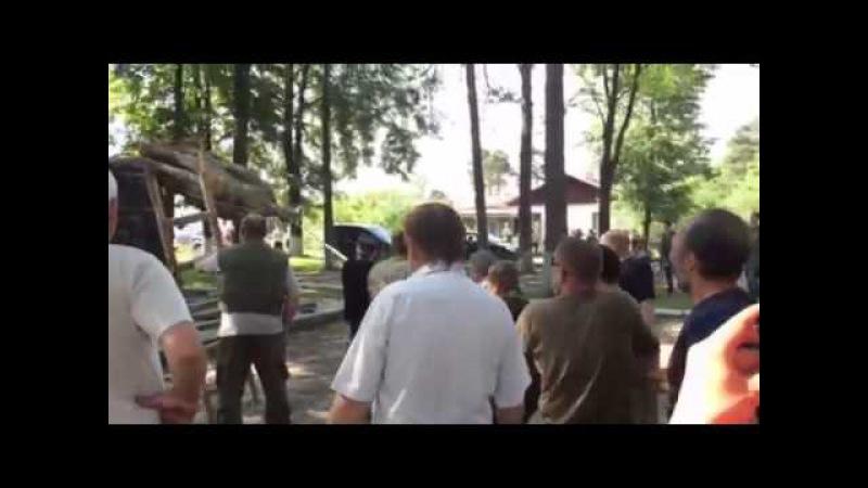 Знесення памятника Феліксу Дзержинському у Рівненській області-2