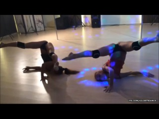 Девушки круто танцуют
