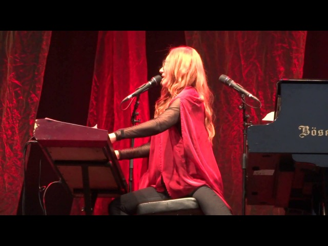 Tori Amos - Do It Again (Steely Dan cover) - Luhmühlen - 2015 FULL HD