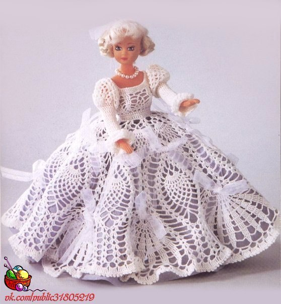 Нарядные вязаные платья для куклы (5 фото) - картинка