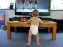 малыш танцует смешно до слез