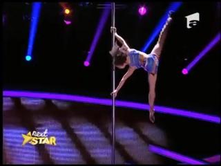 8-летняя гимнастка лишила судей шоу талантов дара речи))