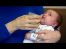 Как кормить новорожденного ребенка при помощи шприца или чашки, без бутылки
