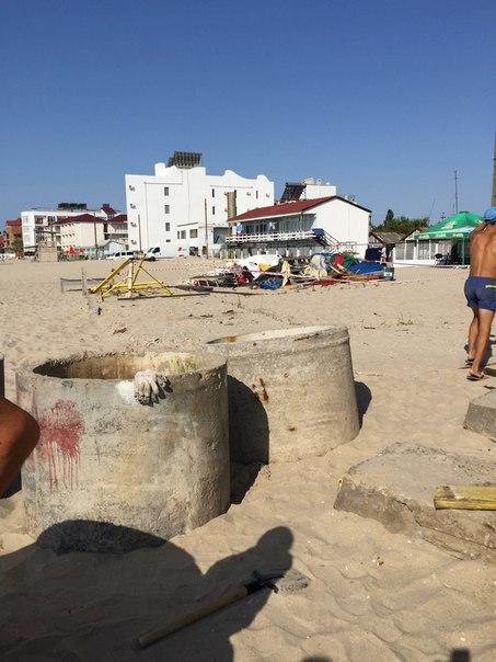 Новое строение на пляже в Затоке угрожает здоровью людей