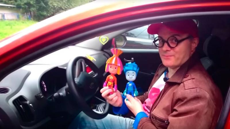 ФИКСИКИ и ДИМА. Автомобильные ГАДЖЕТЫ. Что такое ВИДЕОРЕГИСТРАТОР? Видео для детей.
