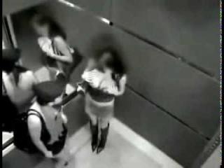 Видео порно в лифте скрытая камера