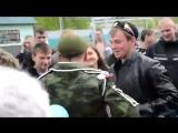 Девушка дождалась своего парня с армии) вот это понимаю любовь!!!