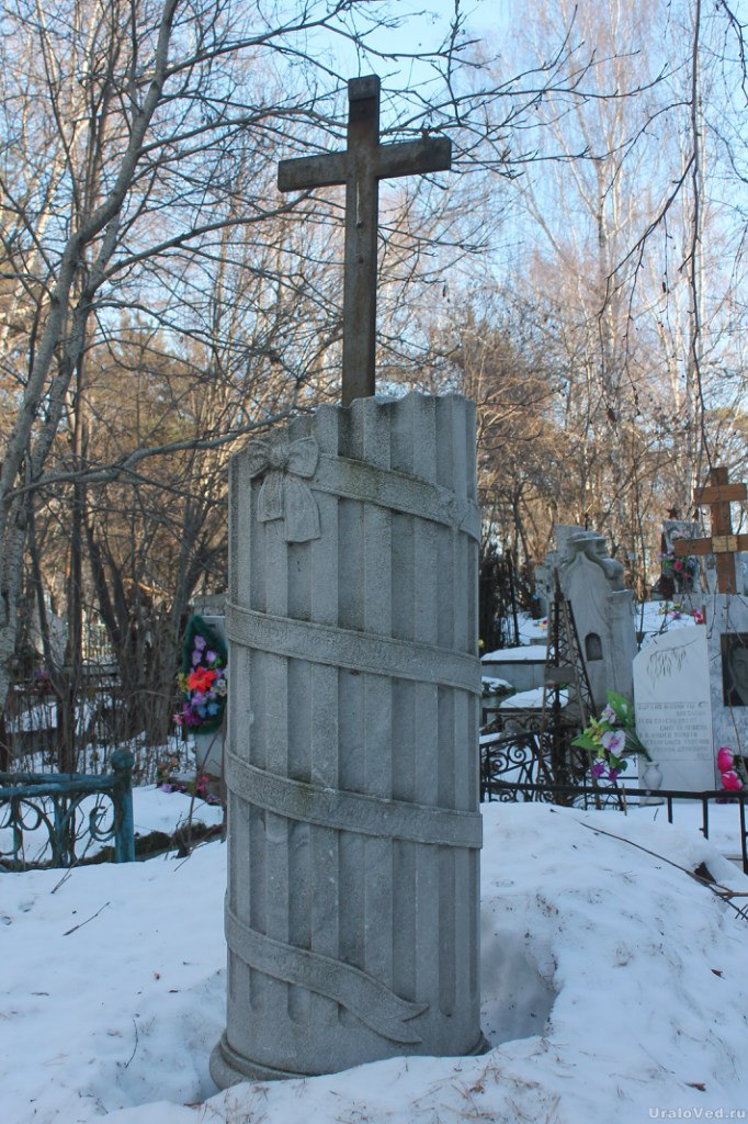 На невьянском кладбище