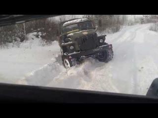 Российская военная техника застряла в снегу, на грузовике зимой по бездорожью