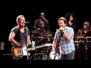 Highway to Hell - Bruce Springsteen (w Eddie Vedder Tom Morello) - Brisbane Ent Centre - 26-2-2014