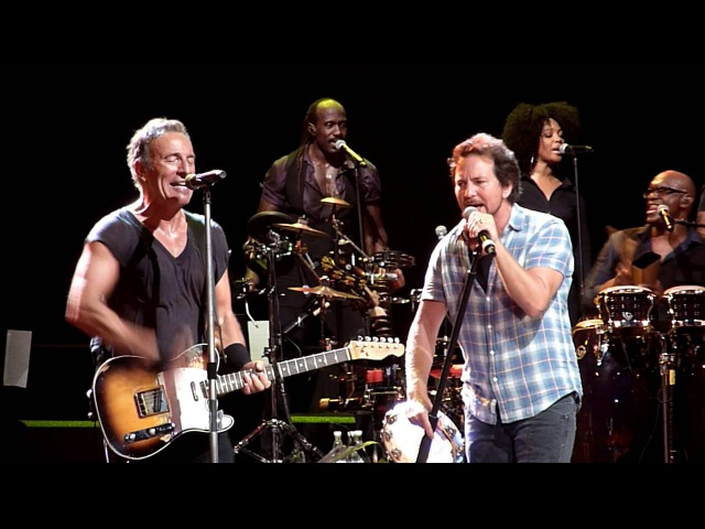 Highway to Hell - Bruce Springsteen (w Eddie Vedder Tom Morello) - Brisbane Ent Centre - 26-2-2014