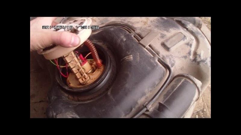 Снимаем топливный бак, чистим сетку бензонасоса на Ford Fusion