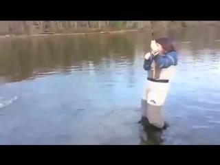 взял жену на рыбалку вот что получилось
